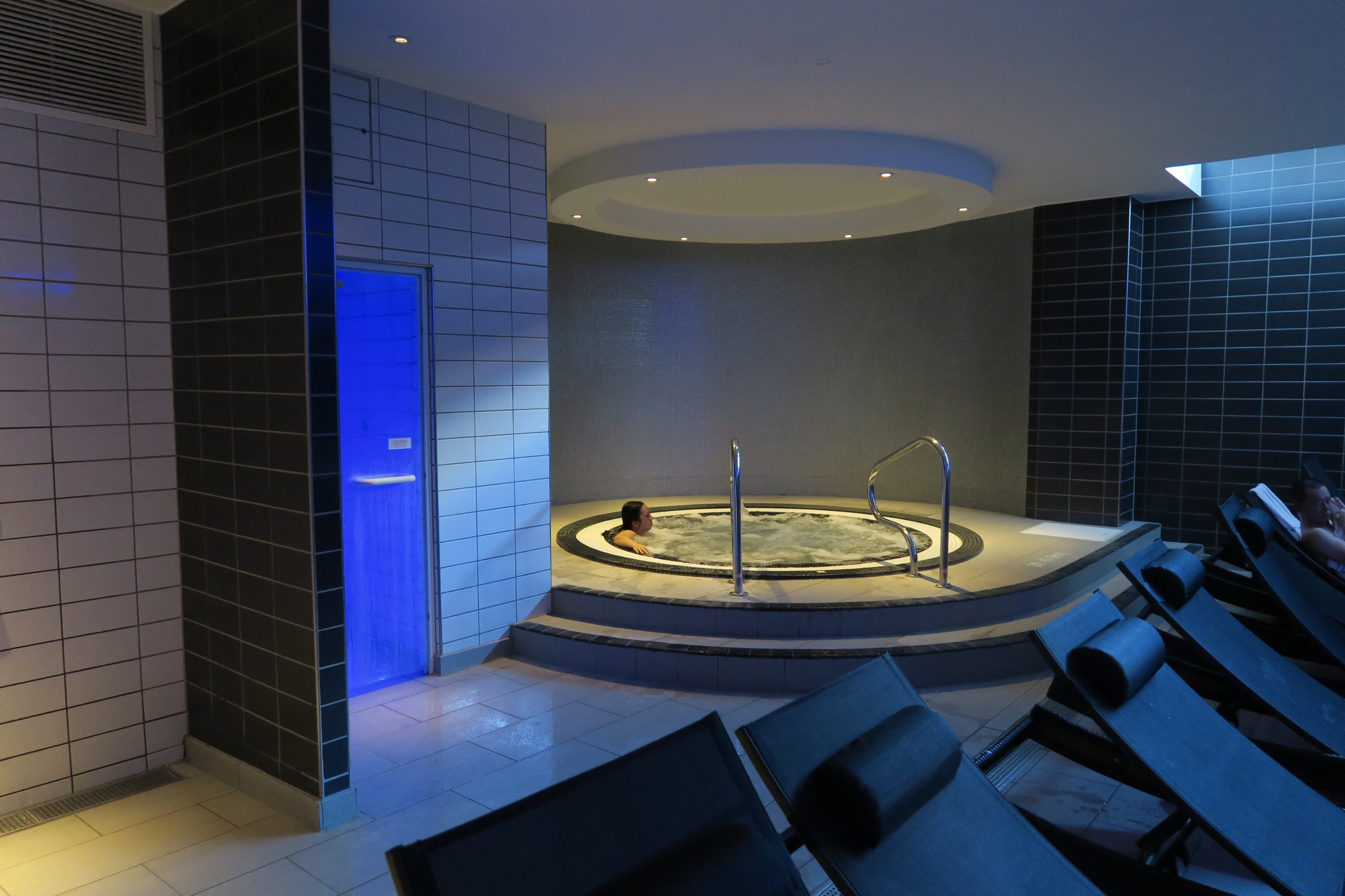 Mineral House Newcastle jacuzzi