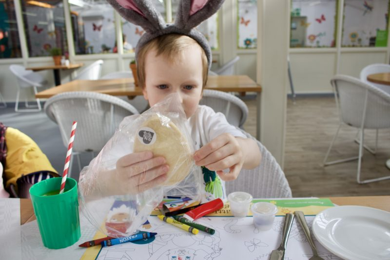 Heighley Gate Breakfast with the Easter Bunny - Biscuit decorating